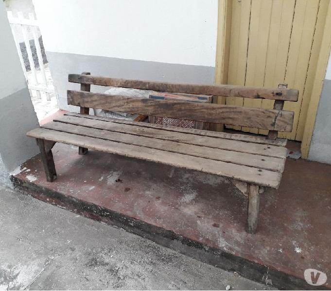 banco de madeira maciça 0,47 de h x 1,60 comp - excelente