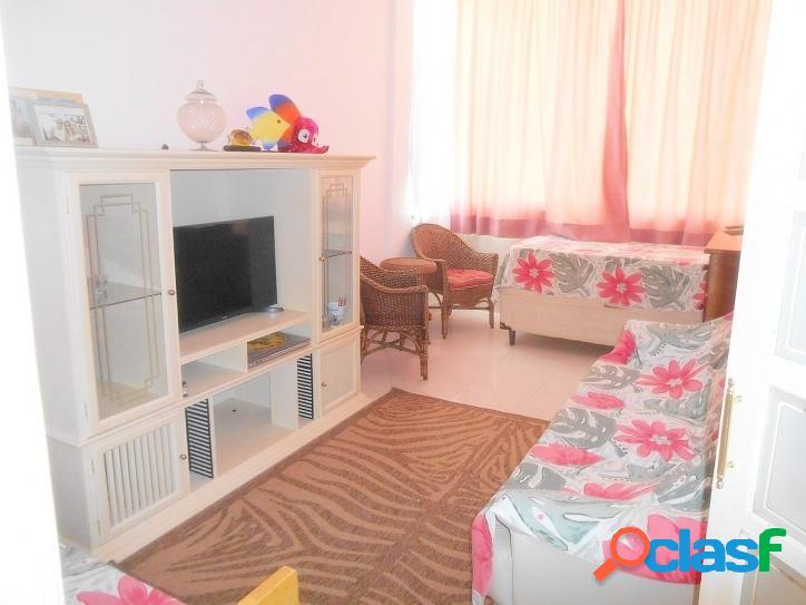 1 dormitório Pitangueiras, frente ao mar!