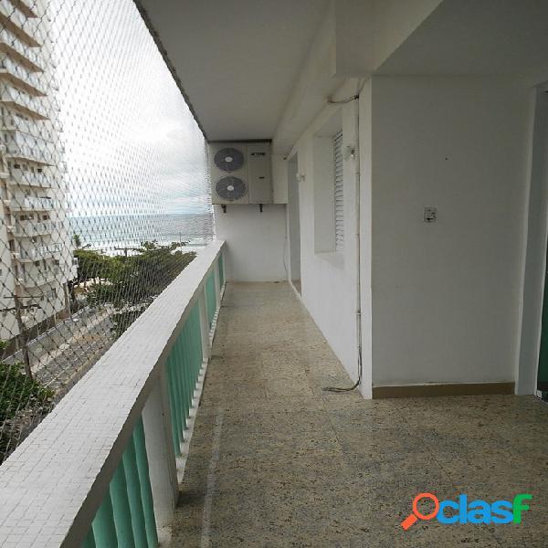 3 dormitórios calçadão na Pitangueiras, vista para o Mar