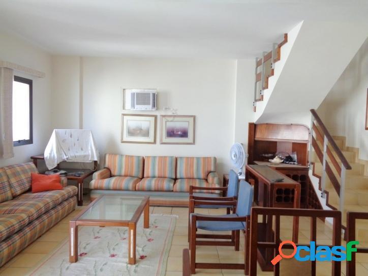 Apartamento Pitangueiras, 3 suítes, 50 metros do Mar!
