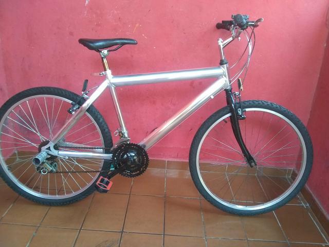 Bicicleta de toda de alumínio aro 26