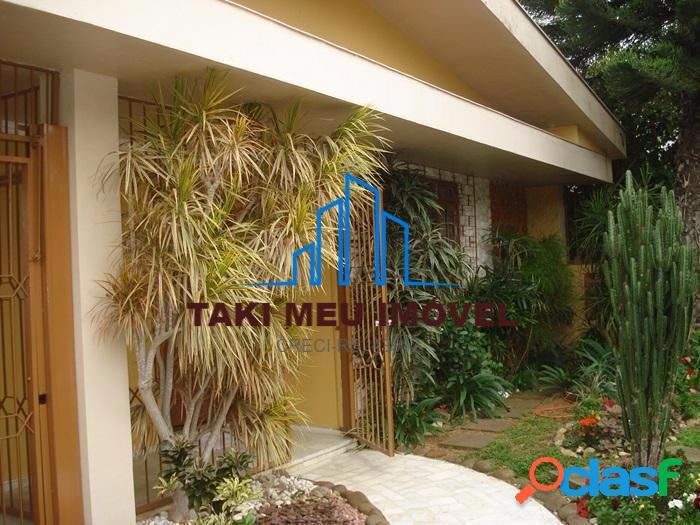 Casa com 3 Quartos à Venda, 208 m² por R$ 880.000