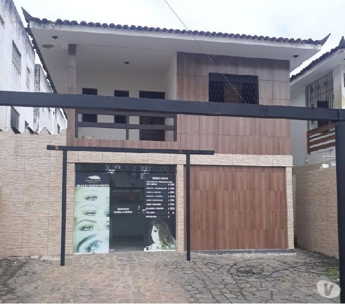Casa no Bairro do Bessa com 04 Quartos, sendo 01 Suíte.
