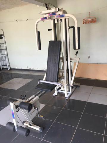 Multi estação de musculação (academia)