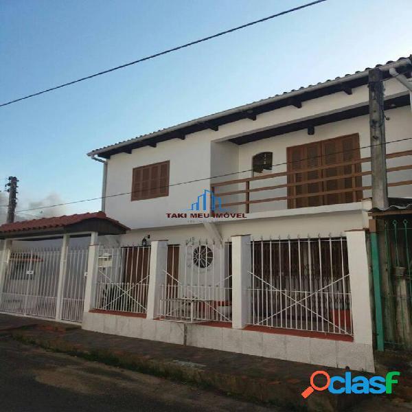 Venda de ótima casa em Porto Alegre. Localizada no Morro