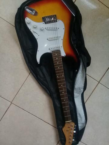 Vendo guitarra e Pedaleira só dinheiro