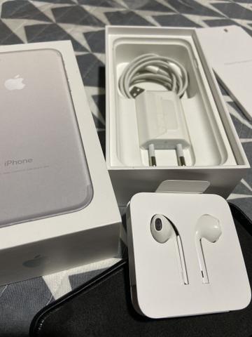 IPhone 7 128GB com capa de couro e acessórios originais