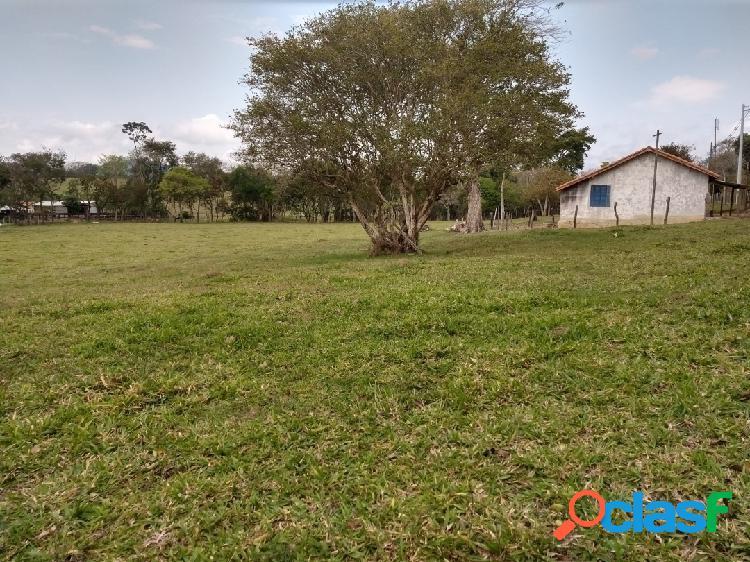 Sítio 2 Alqueires à 8 Km do Centro de Jacareí Com Casa