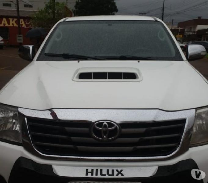 Toyota Hilux 3.0 SRV 4x4 Diese Automática 2014 Top de Linha