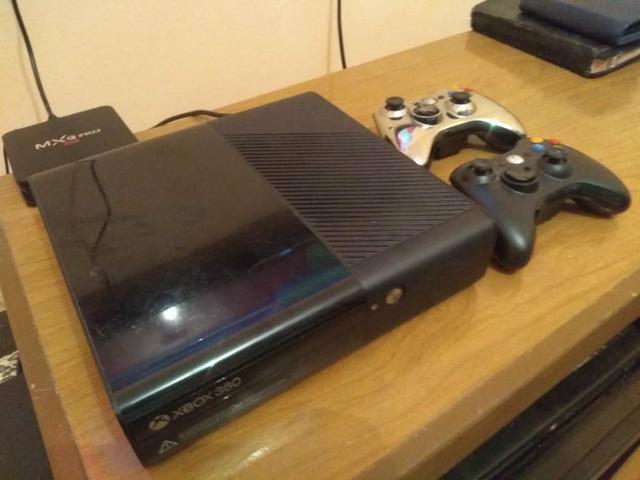 Xbox super slim 360 desbloqueado com 1 controle 10 jogos