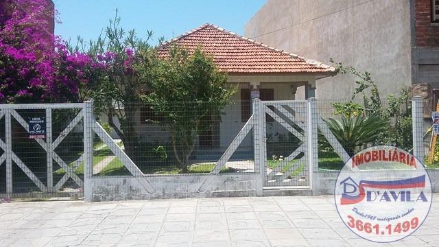 Casa bem localizada,com 04 dormitórios.(Cód.Ref:049)