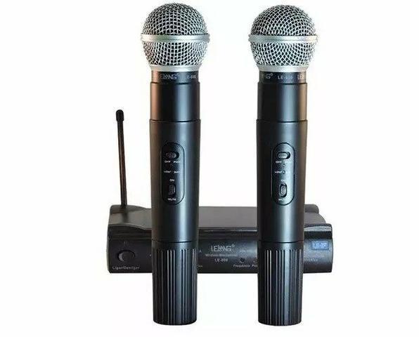 Microfone sem fio duplo UHF Lelong Le-906 110/220vts