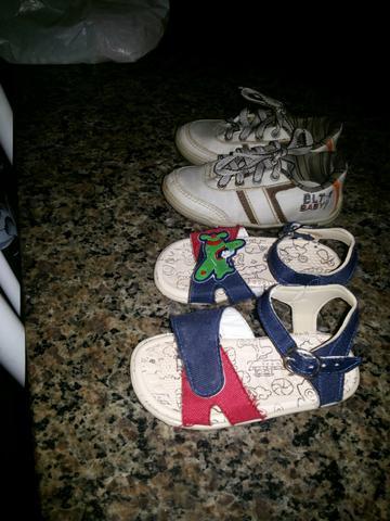 Vendo ou troco calçados infantil