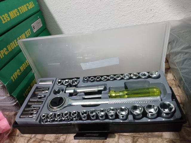 Jogo de chave catraca reversível com soquetes 40 peças