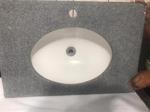 Pia de Banheiro com cuba embutida (Pedra Granito)