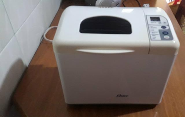 Vendo uma maquina de fazer pão, da marca Oster