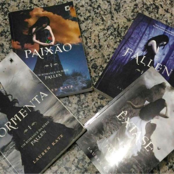 Coleção de livros Fallen