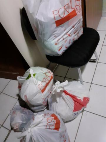 Vende-se lote de roupas, calçados e bolsas