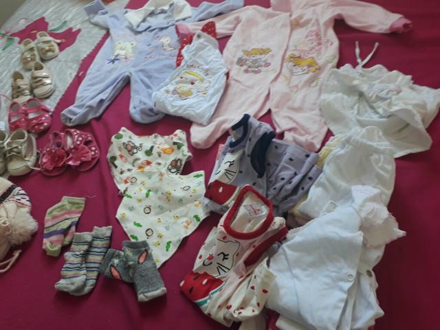 Vendo lote de roupinhas de bebê menina veste de P e M por