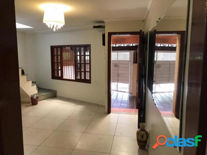 Casa com excelente localização em frente ao Parque São