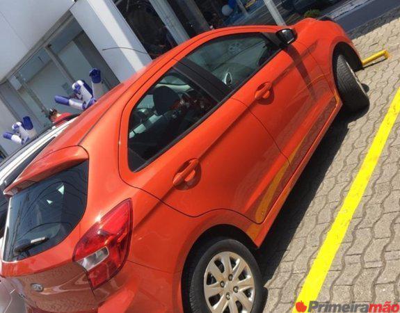 Ford KA 2015 laranja, 5 portas excelente estado.