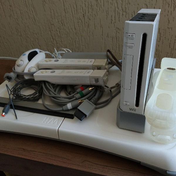 Nintendo Wii + Jogos e acessórios