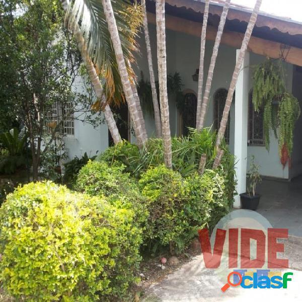Casa térrea + Edícula, na melhor localização do Jardim