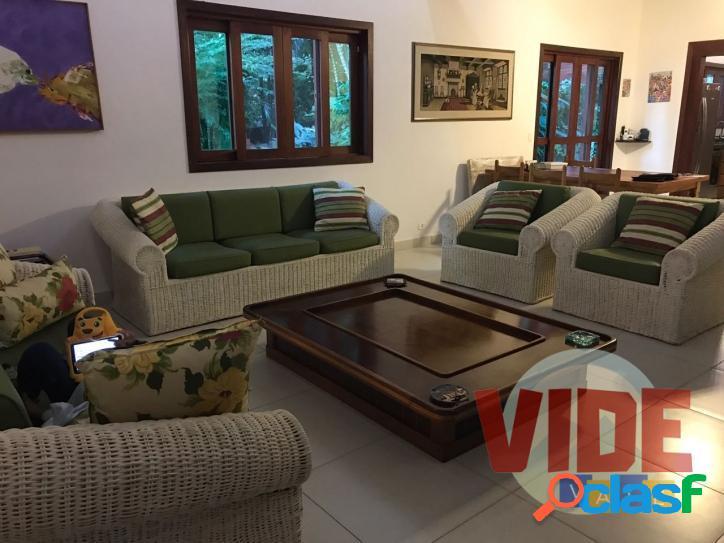 Ilhabela: Casa térrea com 4 suítes, AC 300 m², Terreno c/