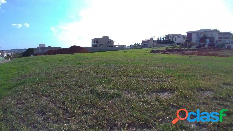 Terreno com 1400m² - plano e com vista para a cidade -