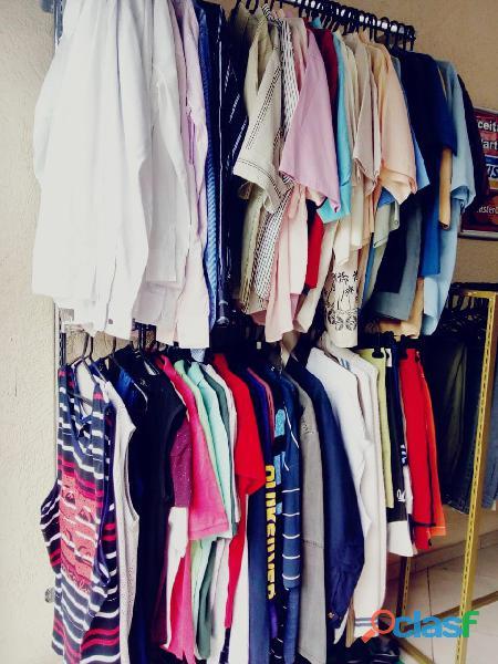 fardo de roupas usadas com 300 peças
