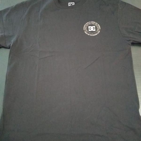 camiseta dc nova na etiqueta