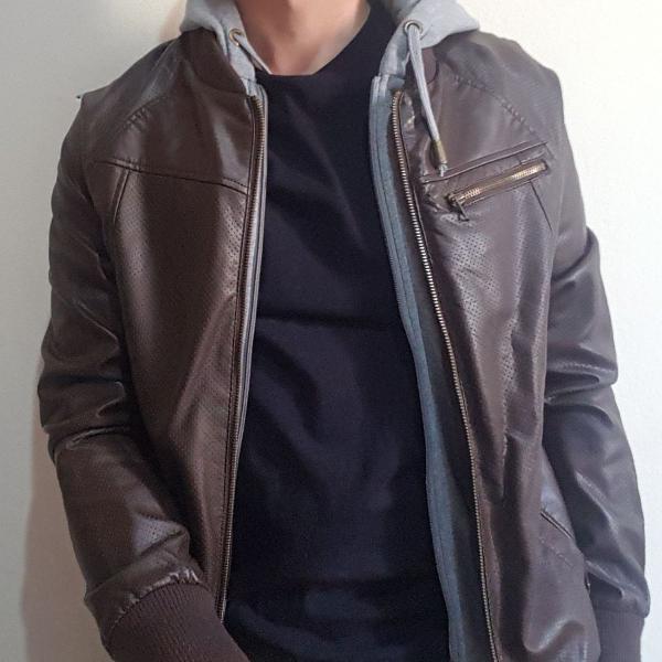 jaqueta de couro c/ capuz removível - tng