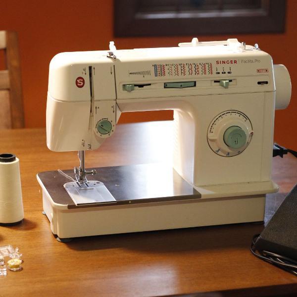máquina de costura singer facilita pro 220v