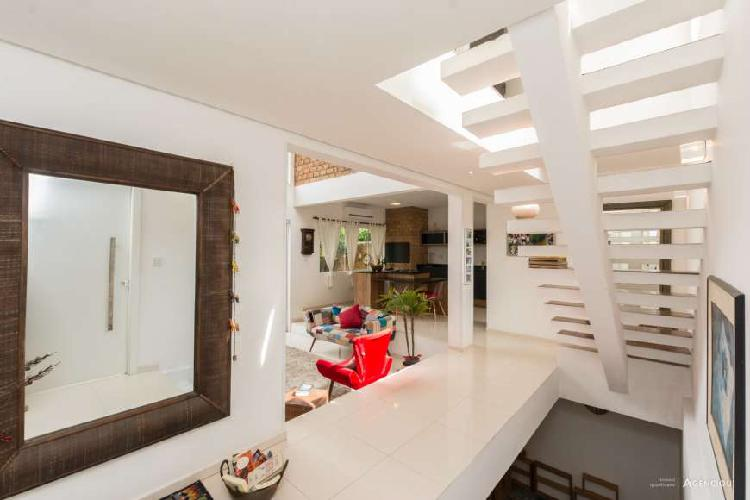 Ampla casa de 283m², com 3 dormitórios - Ipanema