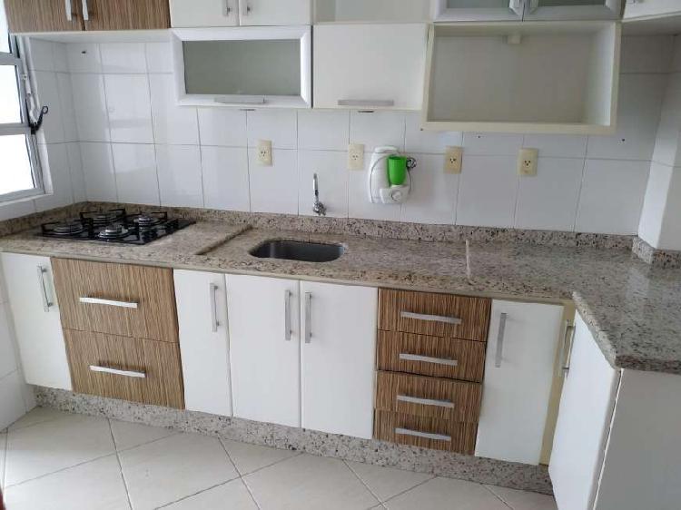 Apartamento 2 quartos, com suite, garagem livre coberta.