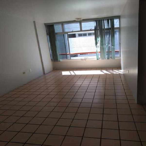 Apartamento para aluguel possui 85 m2 com 3 quartos no Derby
