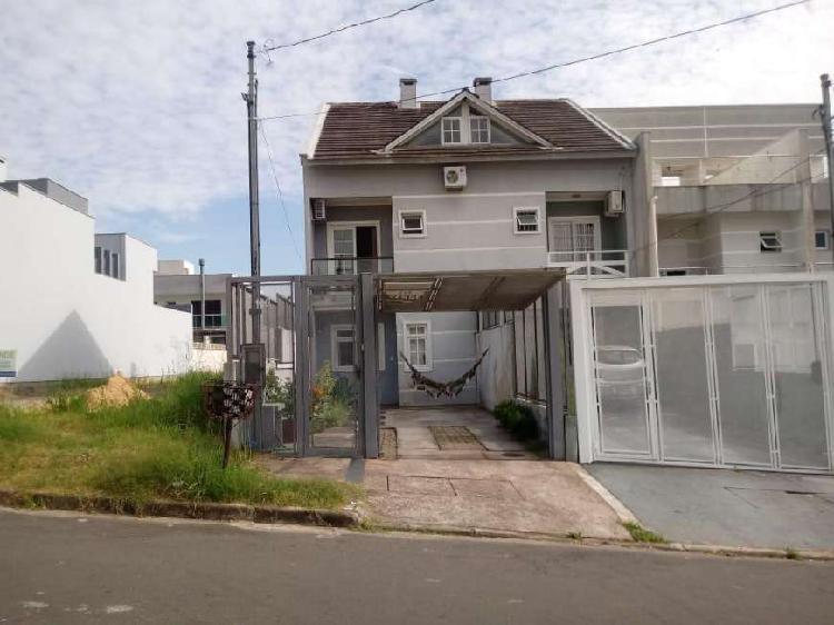 Casa 04 Dormitórios sendo 02 Suítes - Lareira e