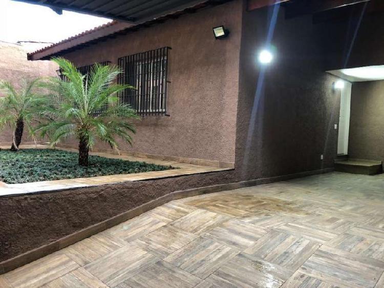 Casa para venda com 300 metros quadrados com 3 quartos em