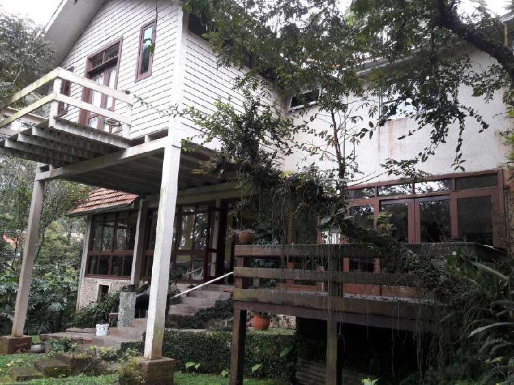 Casa para venda possui 290 metros quadrados com 3 quartos em