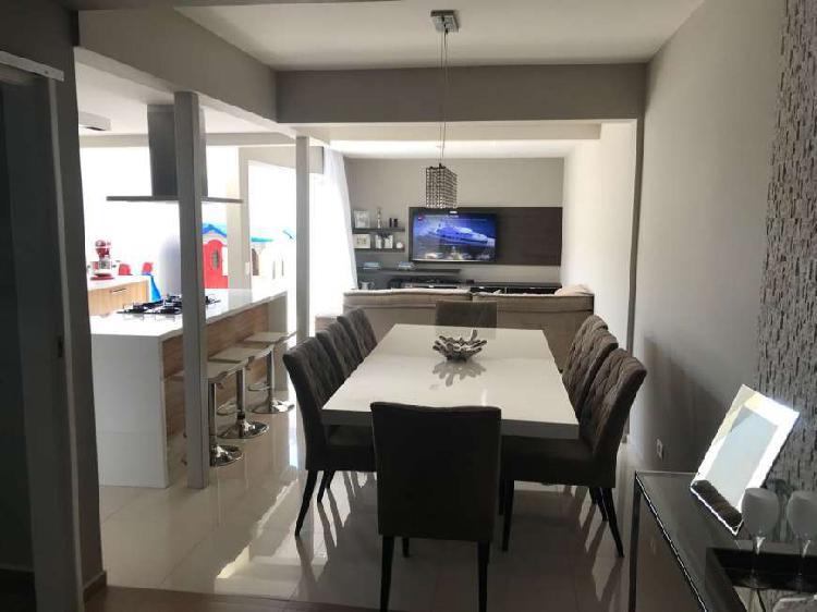 Linda Casa com 4 Quartos em Condomínio na Vila Oliveira