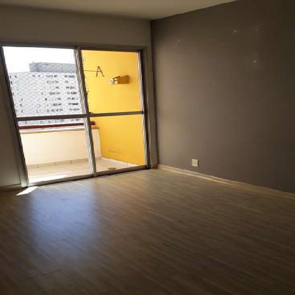 Lindo apto. 2 dormitórios., varanda, garagem, 100 metros do