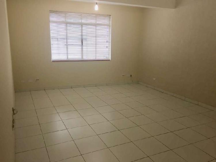 Sala / Conjunto Comercial Para Alugar de 30 m2 na R. Santo