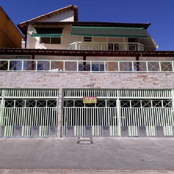 Vendo excelente casa duplex em condomínio fechado à 5