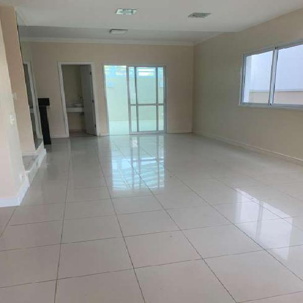 Casa de condomínio para aluguel possui 133 metros quadrados