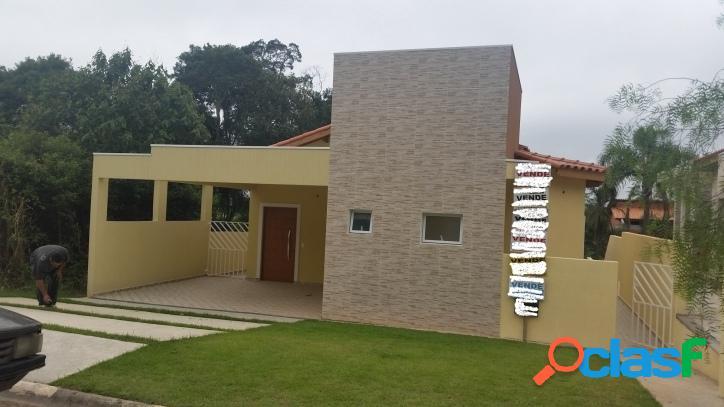 Casa nova em condomínio