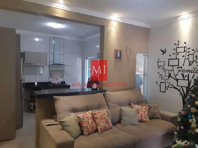 Casa para venda com 120 metros quadrados com 3 quartos em