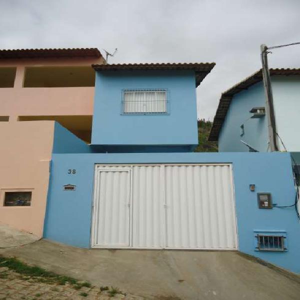 Casa para venda tem 66 metros quadrados com 2 quartos em