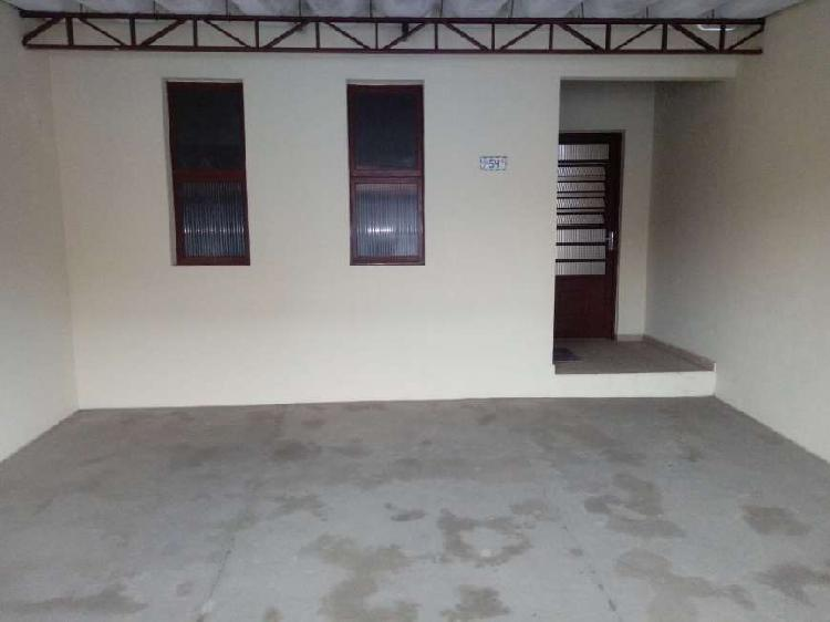 Casa terreá com 03 dormitórios no Jardim Del Rei