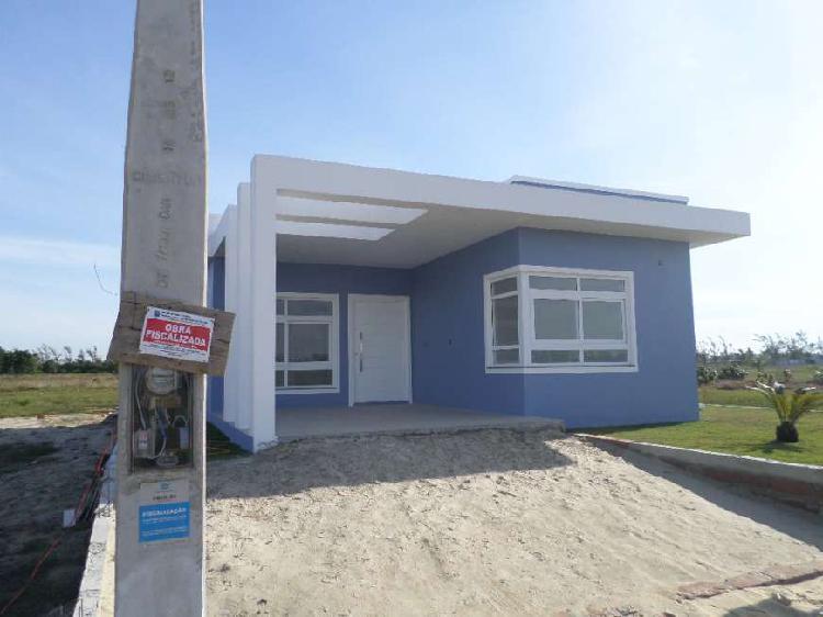 tima casa, nova, em condomínio, próximo ao mar.