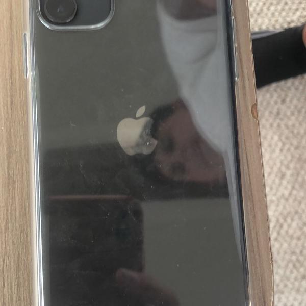 iphone 11 novo na caixa com carregador e fone completo com